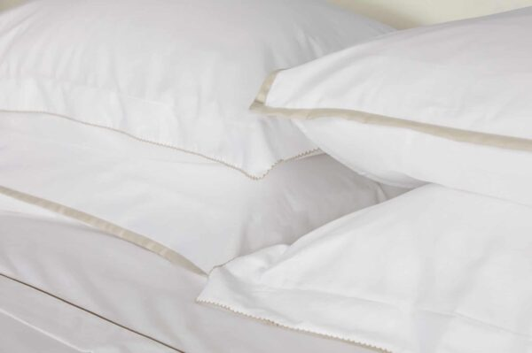 Sateen White Flat Sheet with Nacre Rolenio