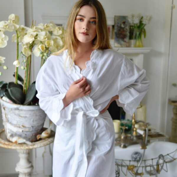 White Scalloped Edge Dressing Gown – One Size