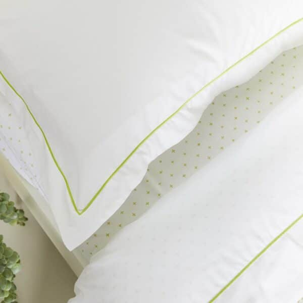 White Flat Sheet with Green Rolinio